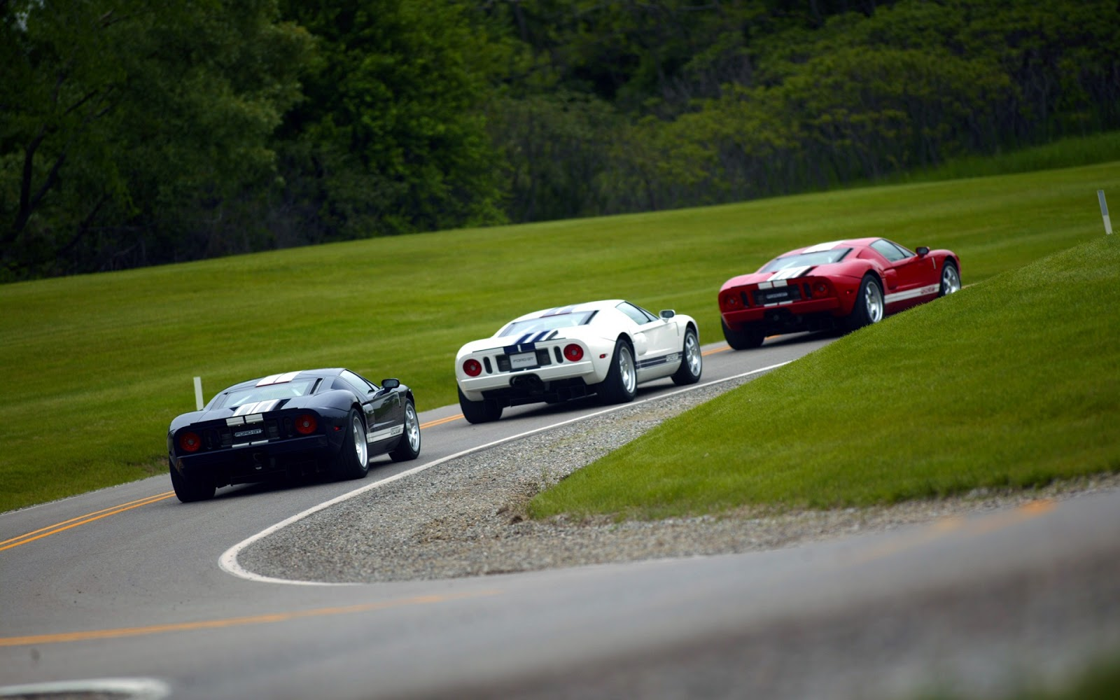 http://3.bp.blogspot.com/-yAhuvN6j8DU/UZmXAJ-taUI/AAAAAAAAN70/_mNBhrPihi0/s1600/Mega-Cars-2011-Models-HD-Wallpapers-26.jpg