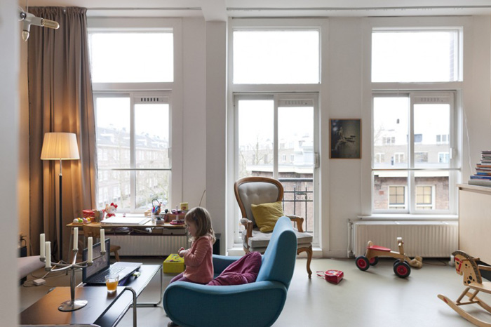 Amie Dicke's daughter in the living room of her Amsterdam apartment