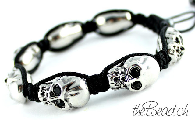 Armband mit Metallperlen Skulls