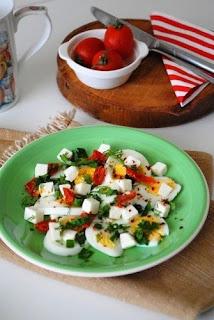 Peynirli Yumurta Salatası