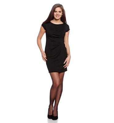 Vestido negro, moda básica de mujer