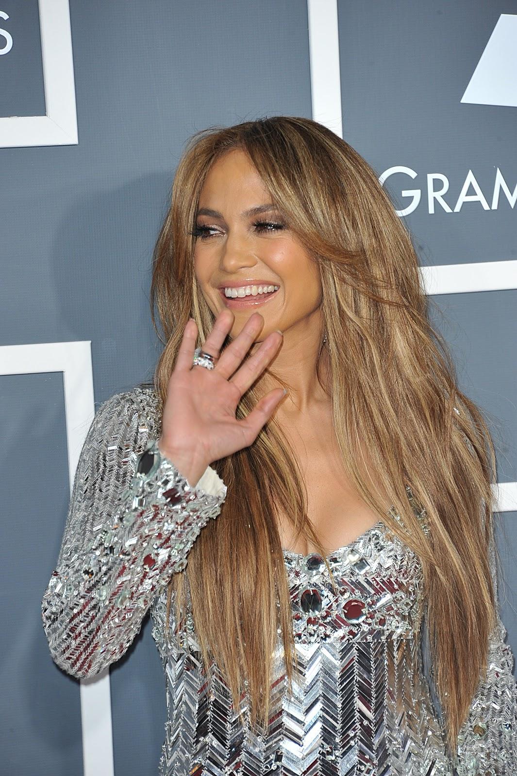 http://3.bp.blogspot.com/-yBO2xkNpEho/TwO1_GSXQMI/AAAAAAAAEhE/PVhwH65geIU/s1600/Jennifer-Lopez-53rd-Annual-Grammy-Awards-2-13-11-2.jpg