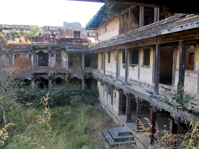 courtyard inside the Purandare wada