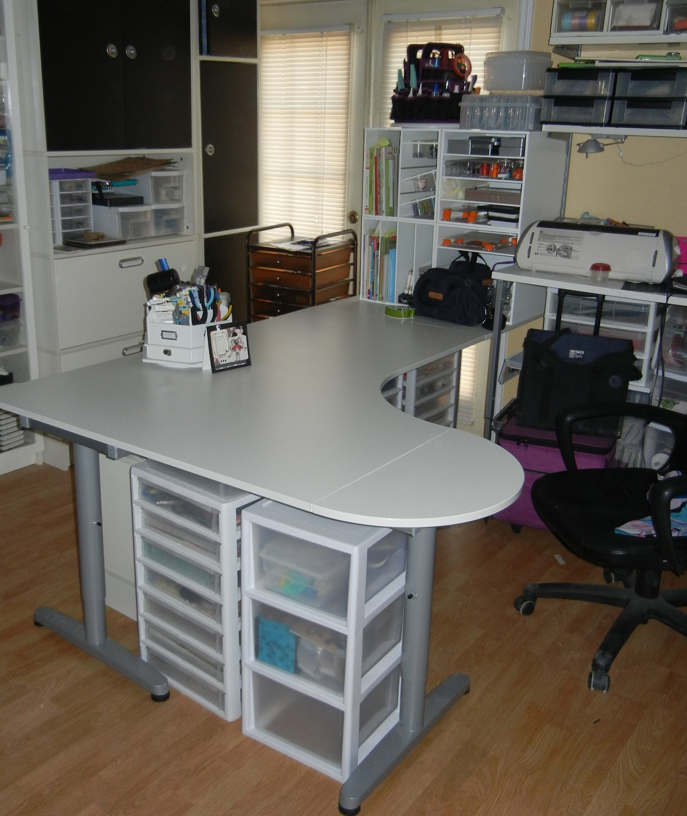 Fun and mental changes for donna for Craft desk with storage