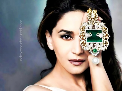 Madhuri Dixit1 - Madhuri Dixit Latest Jewllery Print Ad - Face close up