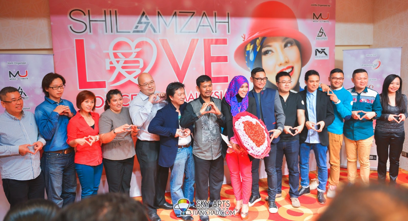 Shila Amzah 茜拉 together with sponsors and organizer for the upcoming concert!