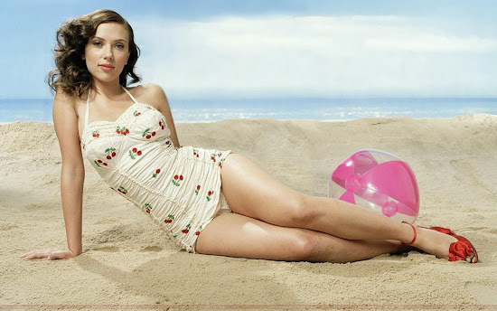 Scarlett Johansson Wallpaper on Sea Beach