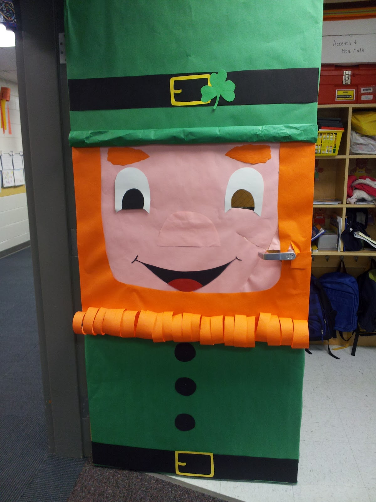 Klassy kinders for Door decorating ideas