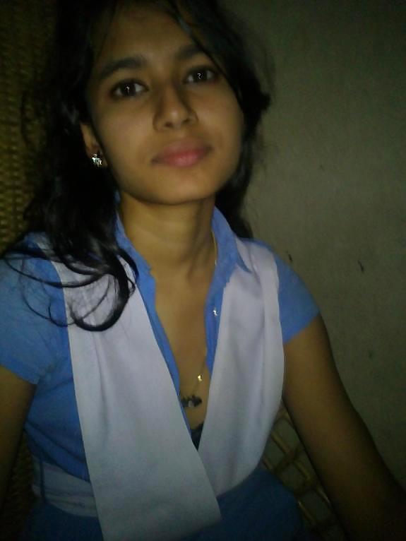 Desi Teen Nargish   nudesibhabhi.com