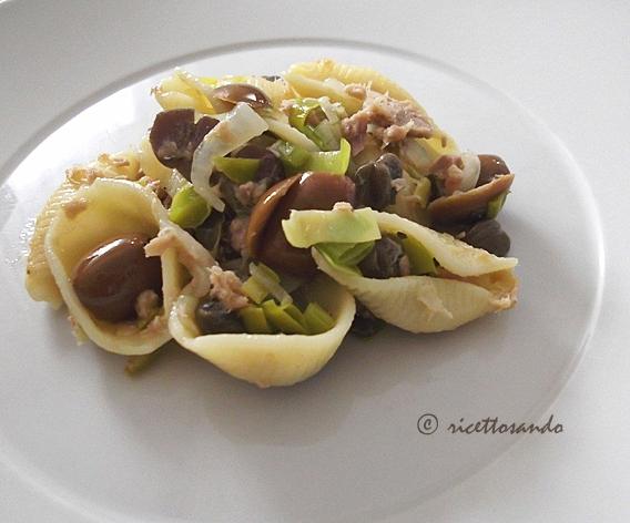 Conchiglioni con tonno capperi e olive ricetta primi piatti