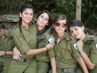 Empat tentara wanita Israel dikenakan sanksi disiplin usai foto mereka ...