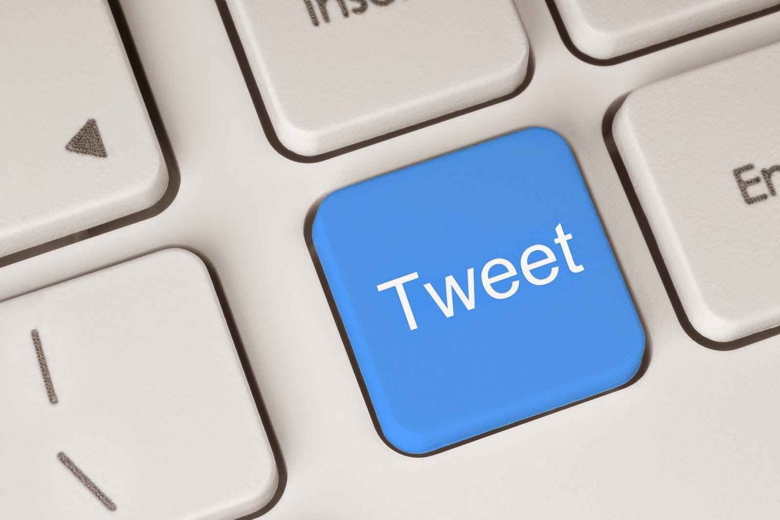 Tweet button on computer keyboard