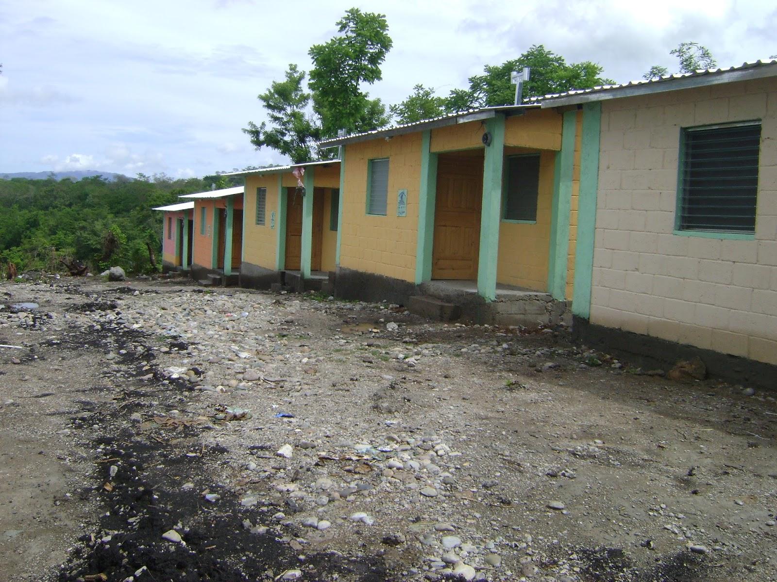 Victoria yoro honduras casas para familias de escasos for Techos de casas en honduras