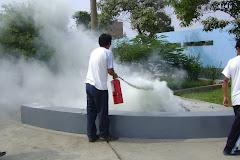 Usando los extintores