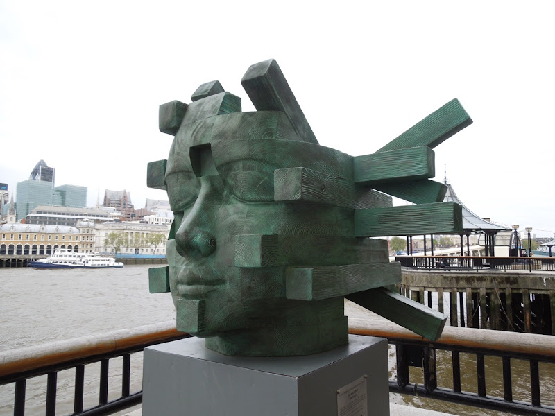 Architect sculpture London Bridge