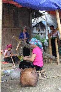 At Là Lóng village in Tú Lệ town