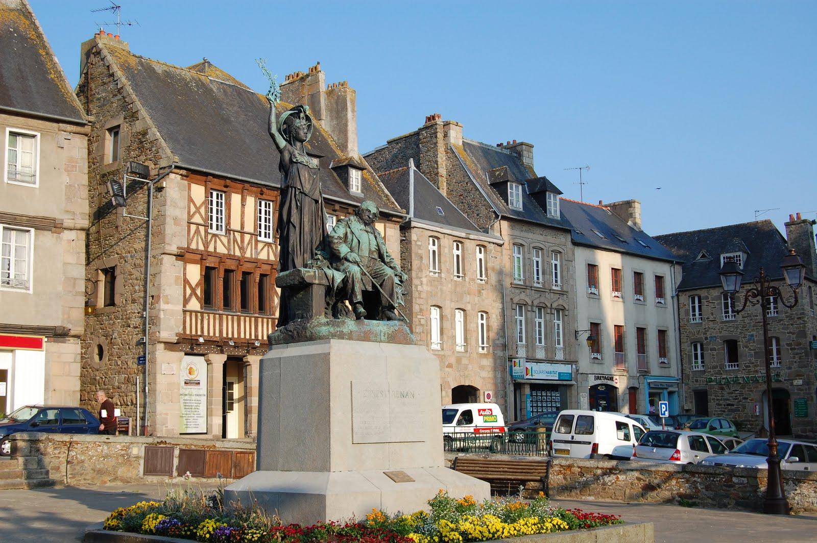 Place du Général Leclerc Tréguier (Трегье), Бретань, Франция
