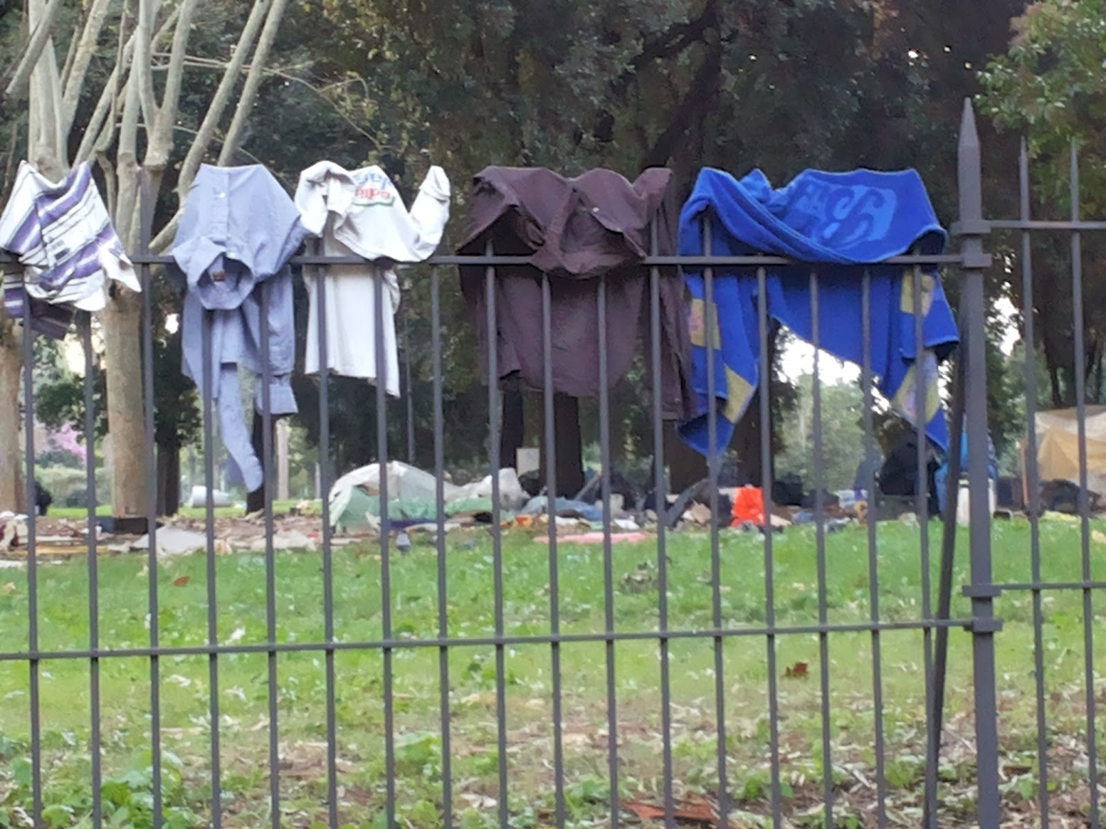 ROMA FA SCHIFO: Un campo profughi da anni accampato a fianco della ...