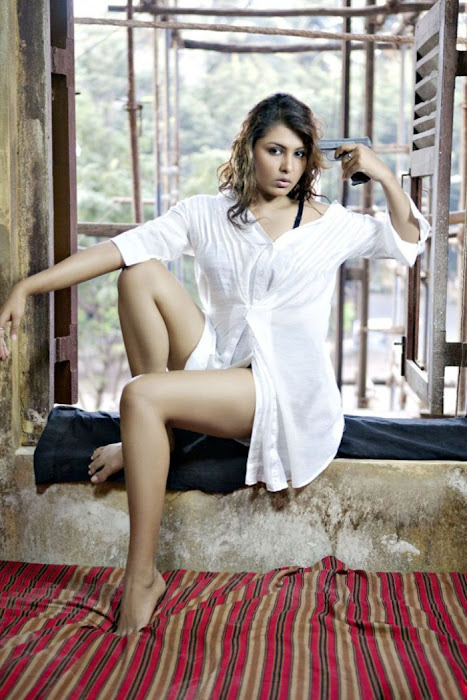 madhu shalini from department movie, madhu shalini spicy hot images