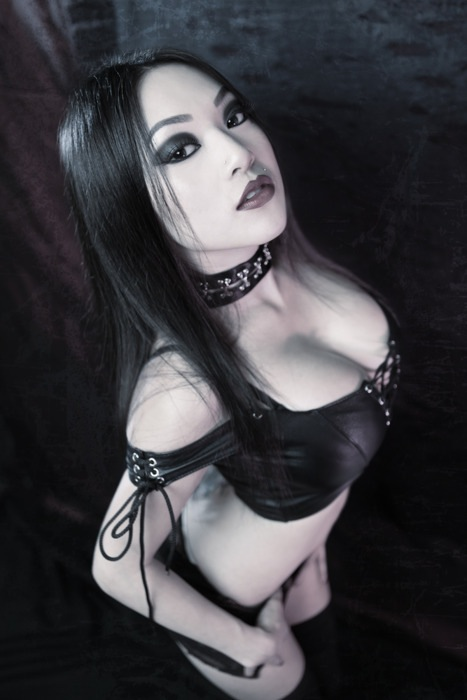 Gothic girl on grill porn