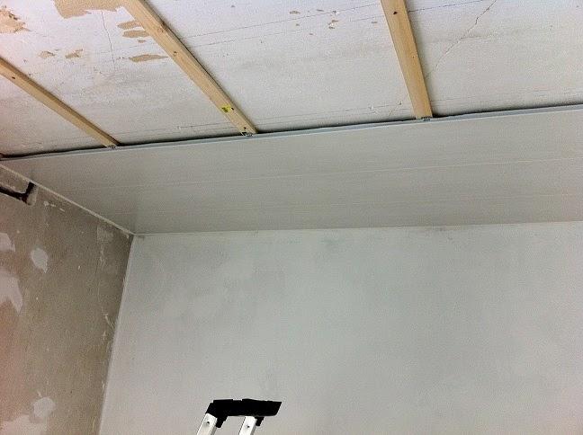 R novation de notre maison faches thumesnil d but de la pose des lambris pvc au plafond de la - Lambris pvc salle de bain ...