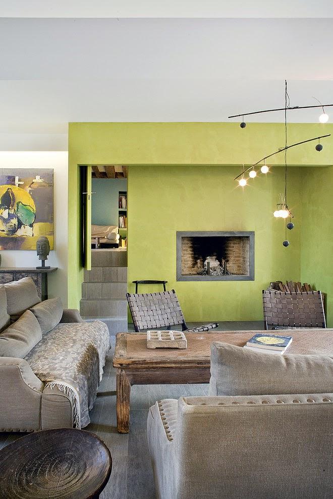 keltainen talo rannalla kolme kotia ja puupintoja. Black Bedroom Furniture Sets. Home Design Ideas