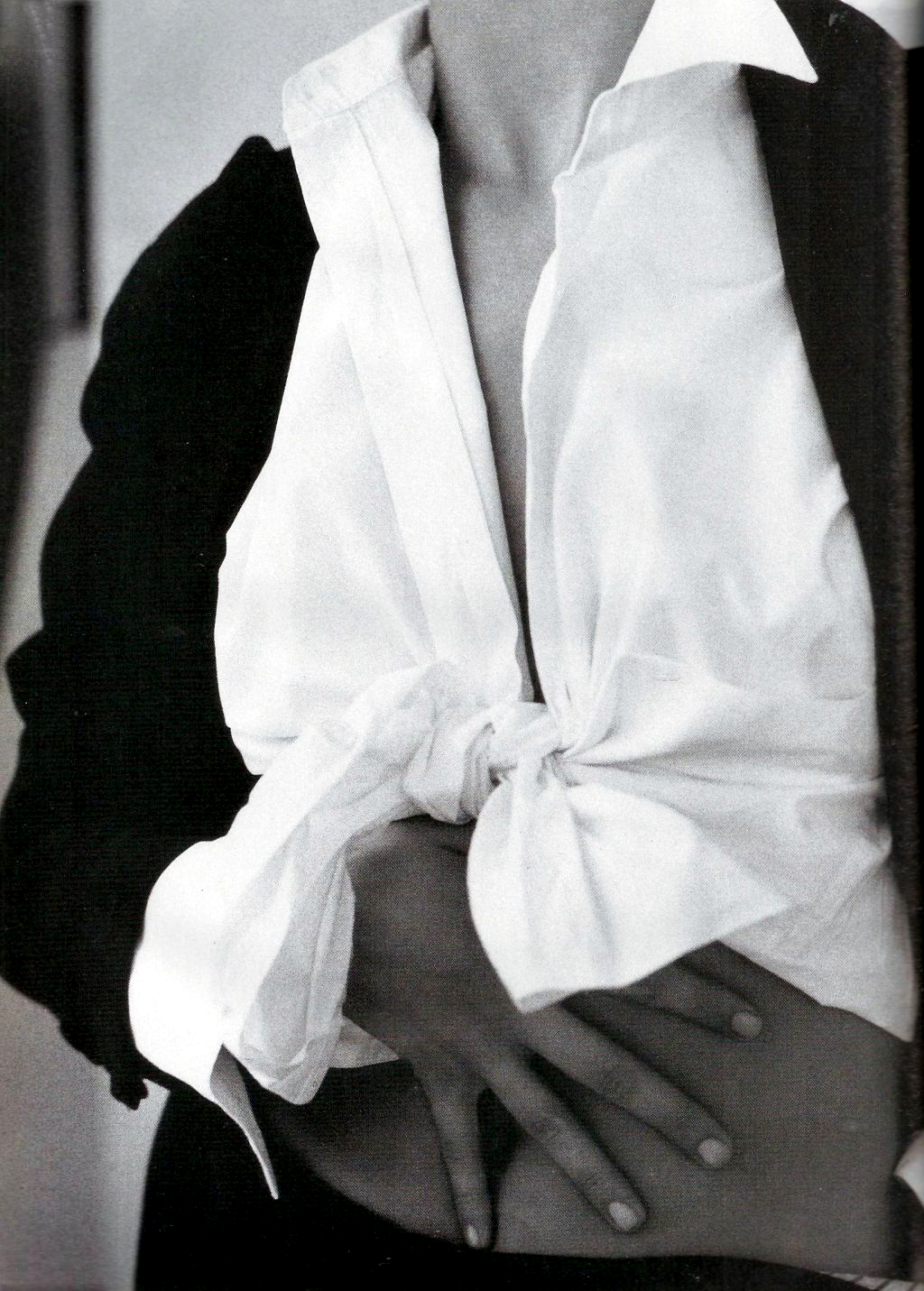 Mode seduction / Elle France January 1990 (photography: Pamela Hanson, styling: Carine Roitfeld, model: Dana Patrick) / white shirt in fashion editorials / short history of white shirt / wardrobe essentials / via fashioned by love british fashion blog
