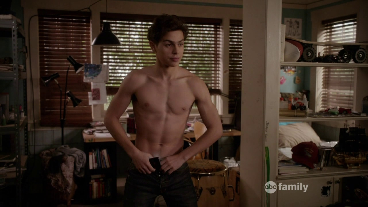 The Stars Come Out To Play: Jake T. Austin - Shirtless in