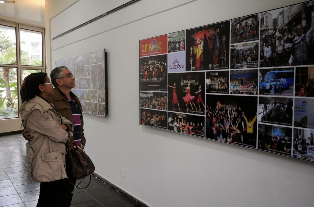 Paineis expostos na área de circulação da Casa, com os projetos da Secretaria de Cultura, despertaram o interesse do público