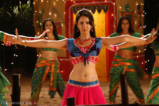 Pooja Bose spicy item song from movie Veedu Theda in spicy choli
