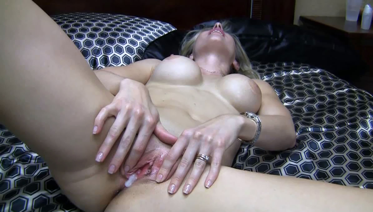 Daddy's darling cum inside mom son