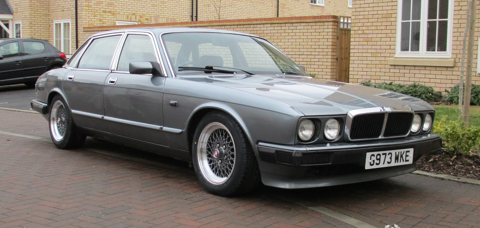 Jaguar Xj40 Project The Sovereign On Refurbed Lattice Wheels