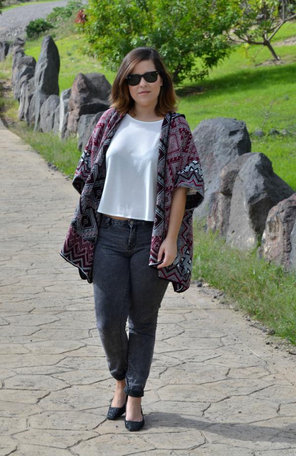 look_outfit_como_combinar_poncho_zapatos_purpurina_lolalolailo_05