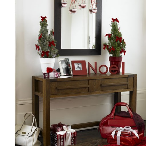 Decks the hall entry tables decor ideas interiors for Christmas hall decorations