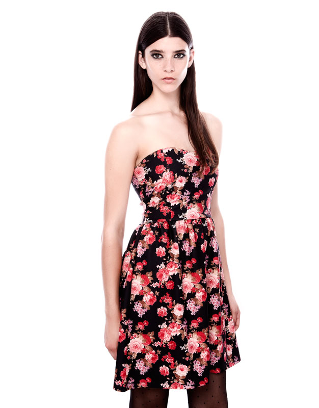 straplez çiçek desenli kısa elbise gece elbisesi