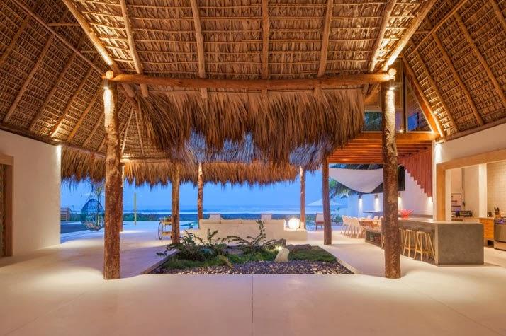 Diseño de moderna casa de playa hecha de madera, bambú y paja [Fotos