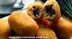 resep praktis dan mudah membuat (memasak) makanan khas bandung kue combro singkong spesial enak, gurih, lezat