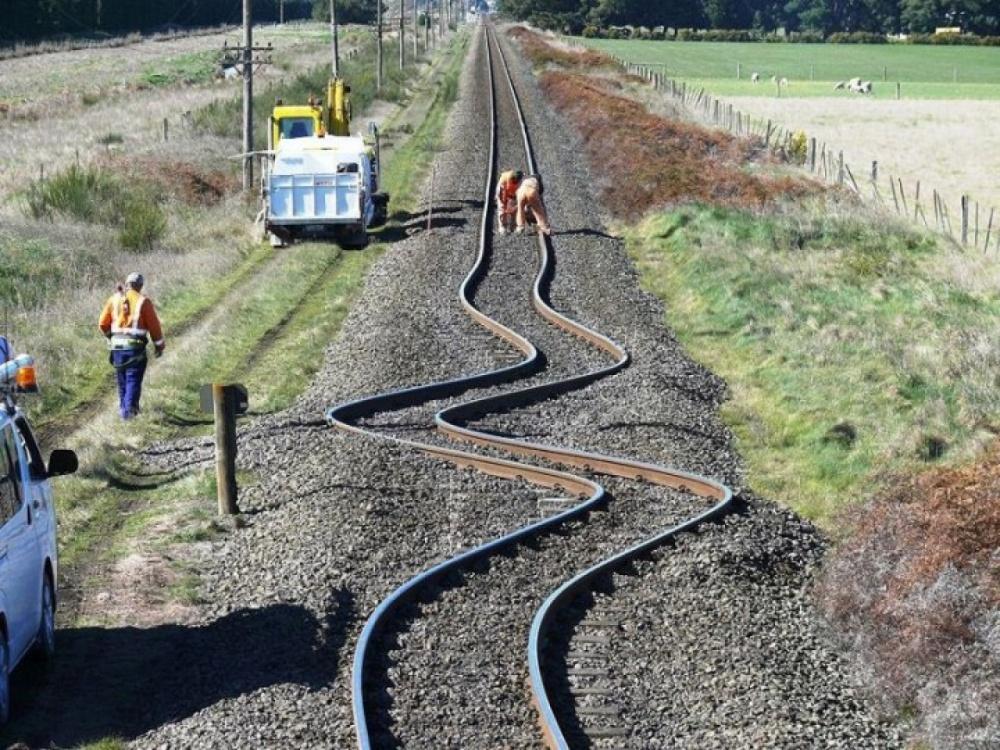 Trilhos na Nova Zelândia após um terremoto em 2010