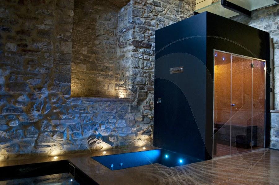 Una spa privata dai riflessi dorati in una splendida cornice medioevale coffee break the - Mosaico per bagno turco ...