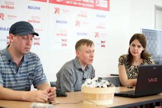 Ronde 6 : Anastasiya Karlovich interroge Ruslan Ponomariov après sa victoire face à Gata Kamsky