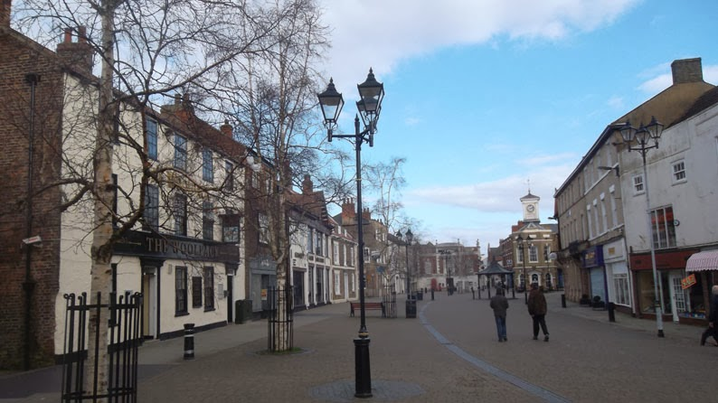 Trees in Brigg Market Place, North Lincolnshire - Nigel Fisher's Brigg Blog