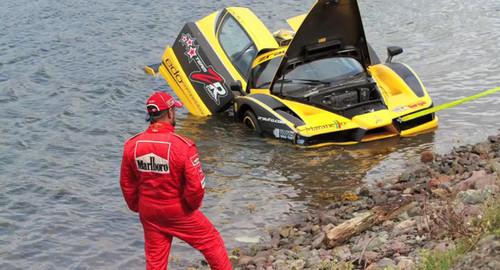 Kereta Ferrari terpantas di dunia terbabas ke dalam Lautan Atlantik