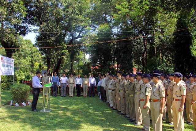 Shri S K Sarangi, Staff Officer (Admn), SSB Siliguri Frontier administered the pledge to SSB personnel during the Vigilance Awareness Week at the Ranidanga Campus on 27th Oct'14