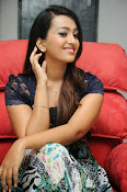 Ester Noronha Photos-thumbnail-15