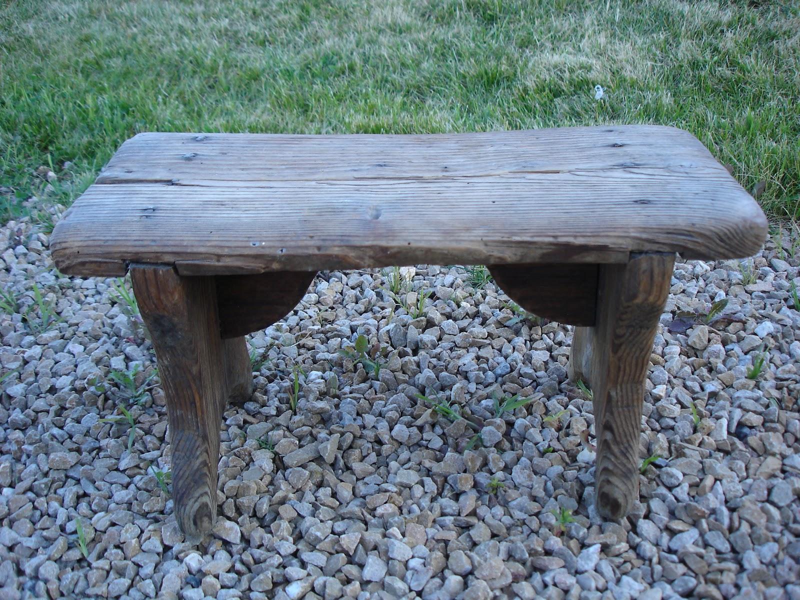 dressing grenier petit tabouret ancien en bois. Black Bedroom Furniture Sets. Home Design Ideas