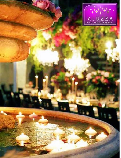 fuente decorada con velas