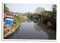 rio sucio de Mumbay