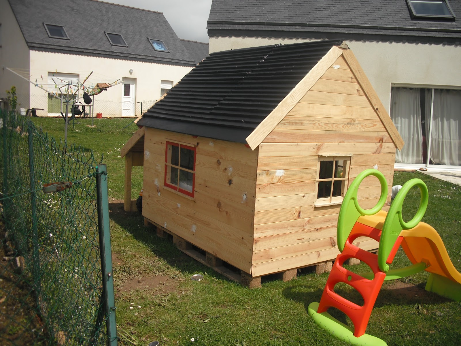mes fabrications construction d 39 une cabane en bois pour enfant. Black Bedroom Furniture Sets. Home Design Ideas