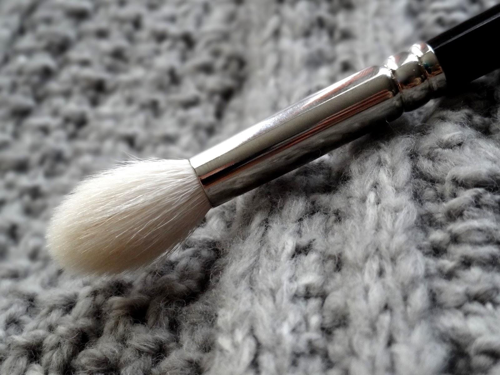 Hakuhodo J5522 Tapered Eye Shadow Brush