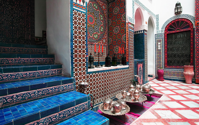 The moroccan interior design style the grey home for Moroccan style home accessories